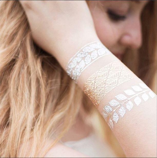 Tattoos de oro y plata, la tendencia de este verano