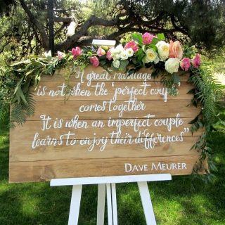 Este cartel presida la semana pasada la boda de LyChellip